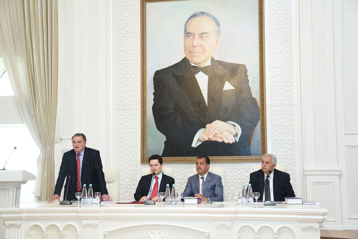 Gəncədə respublika onkoloqlarının ulu öndərin 92-ci ildönümünə həsr edilmiş konfransı keçirilib (FOTO)