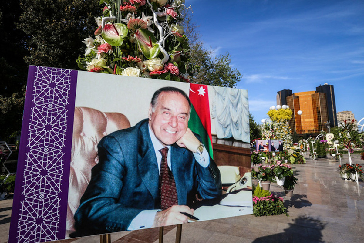 CNN kanalı Bakıda keçirilən Gül bayramına fotosessiya həsr edib (FOTO)