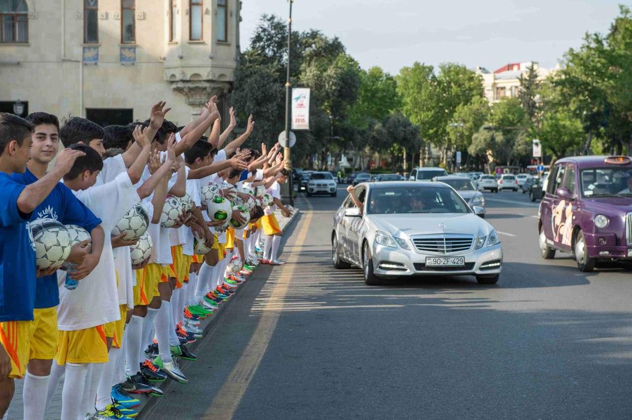 Futbolçular I Avropa Oyunları ilə bağlı fləşmob keçiriblər (FOTO) (VİDEO)