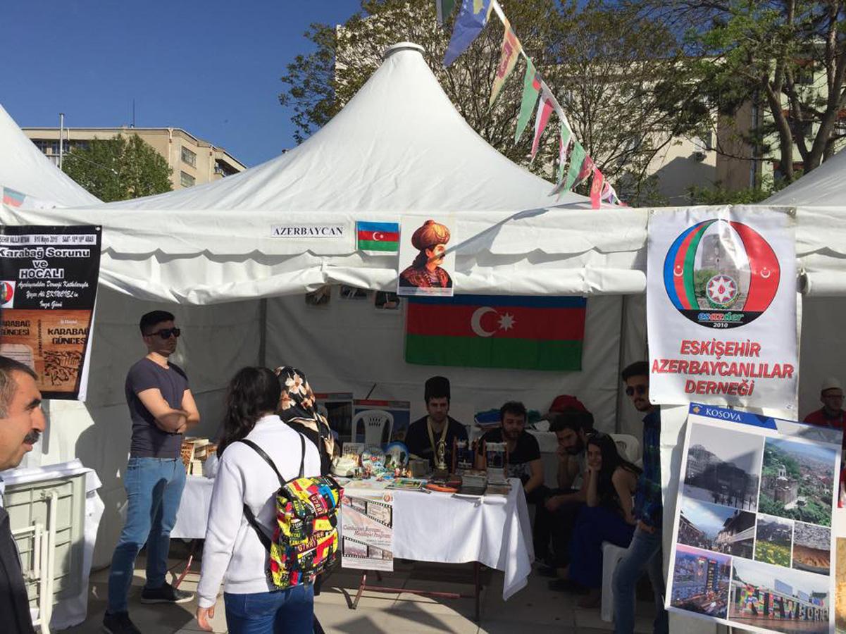 Əskişəhərdəki festivalda azərbaycanlı tələbələrin ifası maraqla qarşılanıb (FOTO)