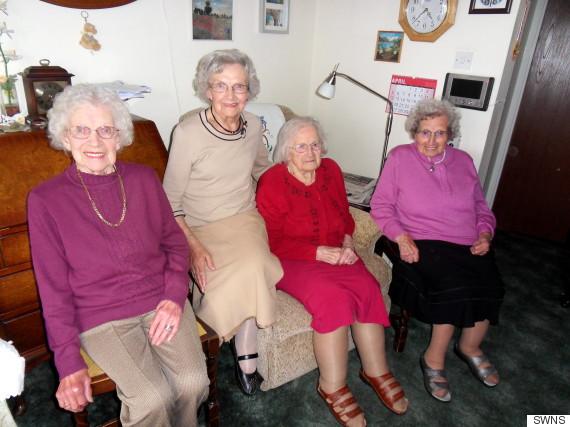 Dünyanın 391 yaşlı ən qoca bacıları (FOTO)