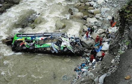 Turist avtobusu qəzaya uğradı - 17 ölü