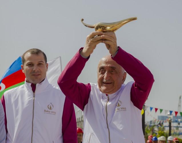 """""""Bakı-2015"""" birinci Avropa Oyunlarının məşəli Neft daşlarında (FOTO, VİDEO)"""