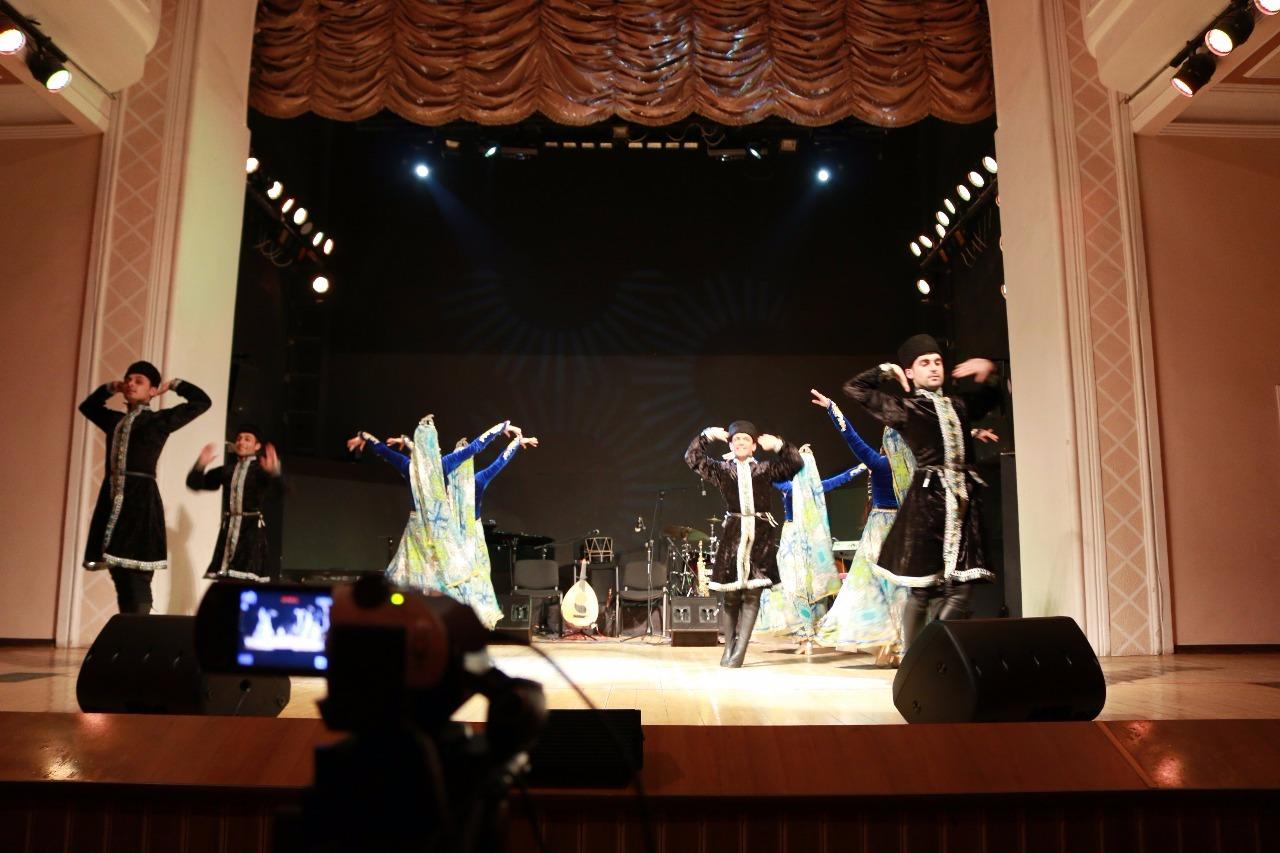 Для гостей Евроигр провели вечер этно-джаза, шансона  и национального танца (ФОТО)