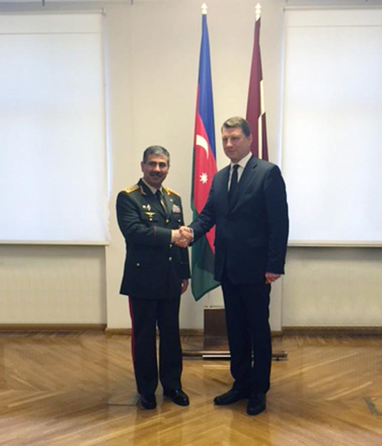 Azərbaycan və Latviya arasında hərbi əməkdaşlığın genişləndirilməsi perspektivləri müzakirə edilib