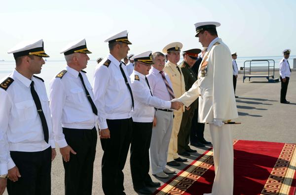 Rus askeri gemileri Bakü'de (özel haber)