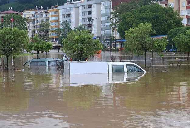 Türkiyədə daşqın səbəbindən çox sayda ev su altında qalıb