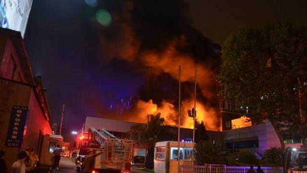 İstanbulda fabrik yanır