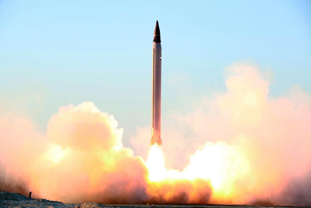 İran yeni balistik füze test etti (Foto Haber)