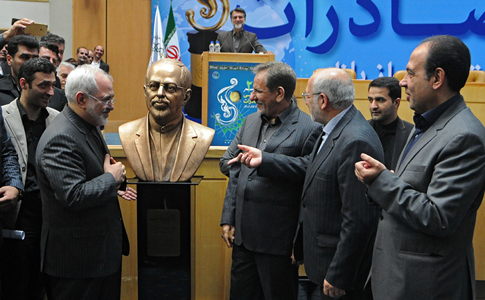 Iran's FM makes history - he now has his own monument (PHOTO)