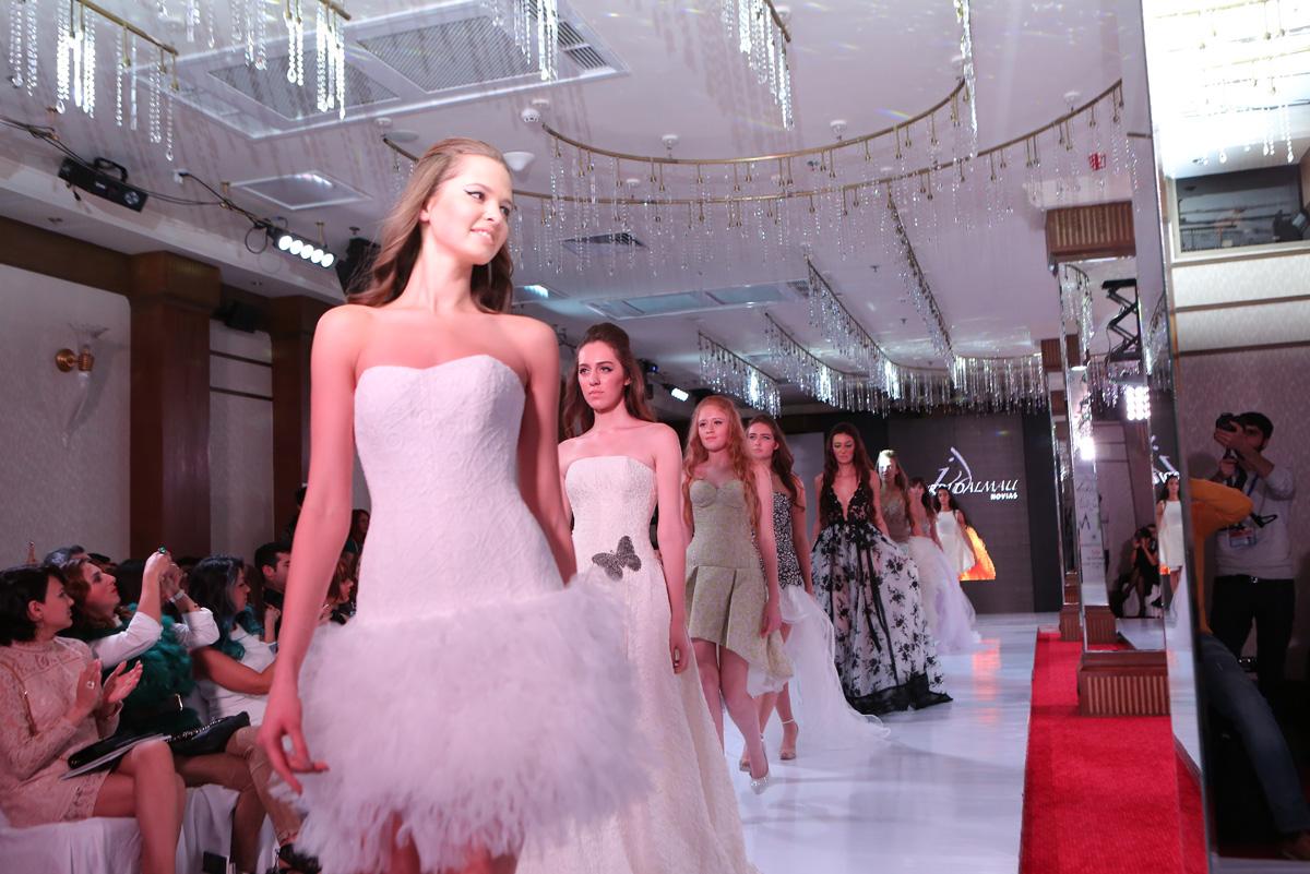c84364640900cfb Необычные свадебные платья испанского дизайнера в Баку (ФОТО)