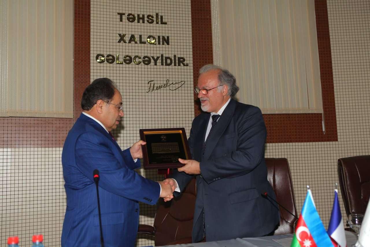 BDU-da SABAH-ın müəllimlərinə sertifikatlar verilib (FOTO)