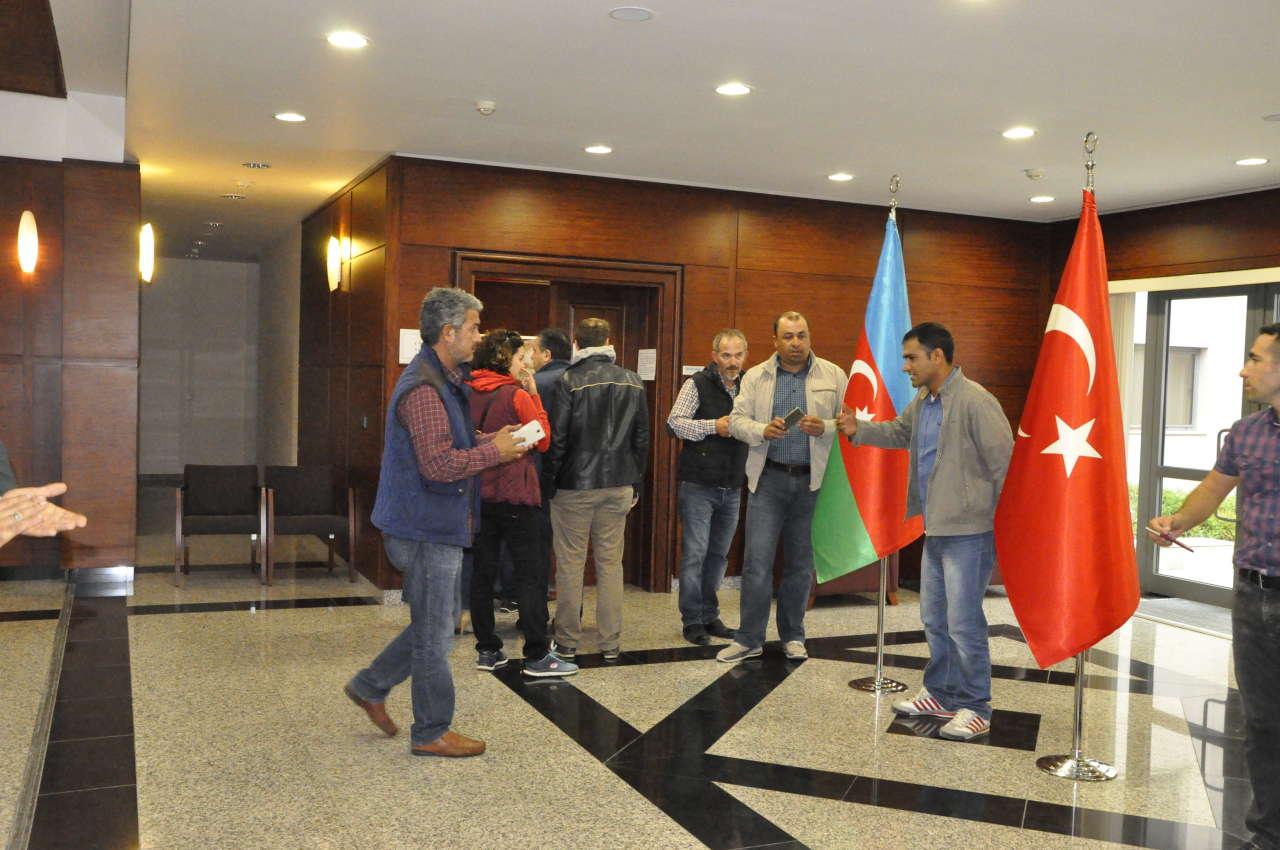 Azerbaycan'da Türk seçmenler sandık başında (Foto Haber)