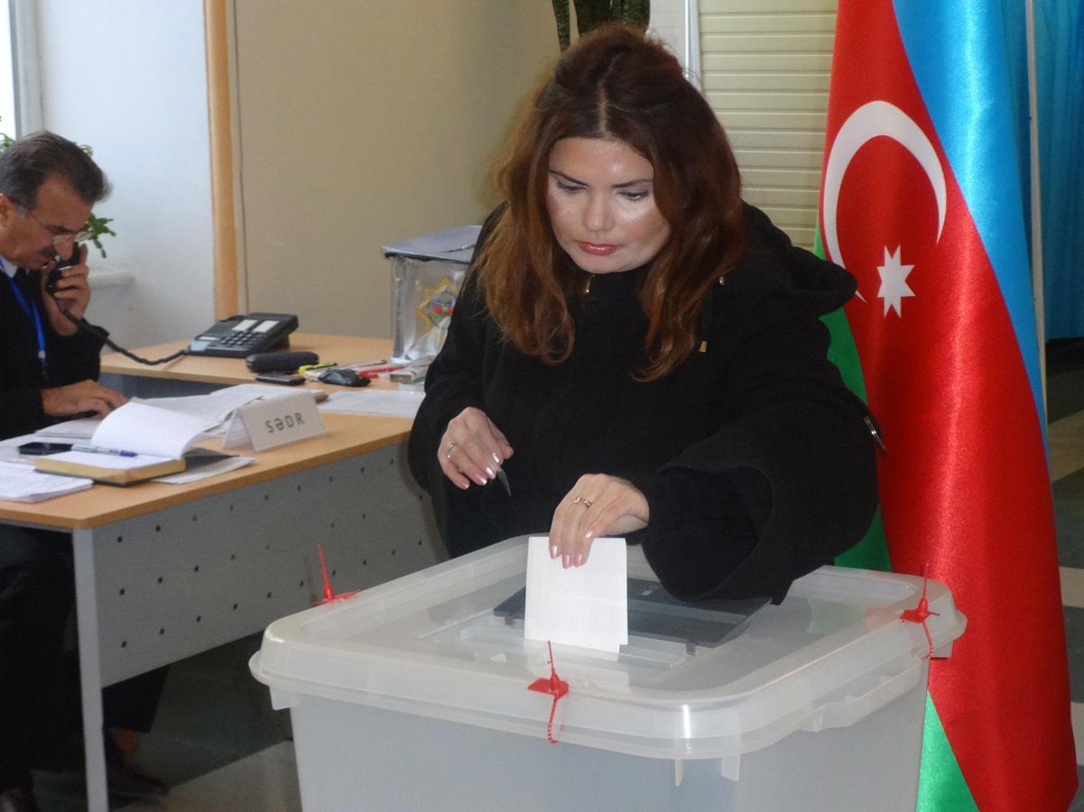 Azerbaycan'da parlamento seçimlerinden ilk görüntüler (Foto Haber)