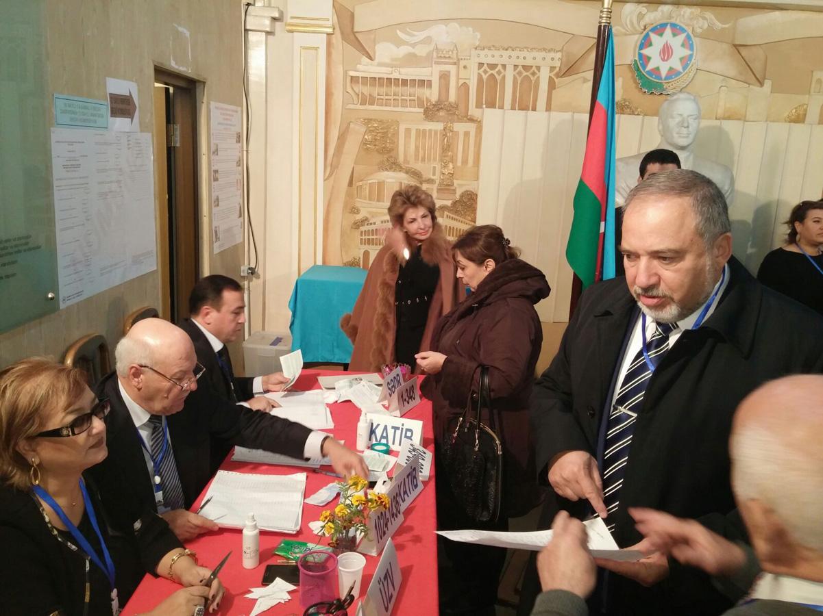 İsrail Dışişleri eski Bakanı Azerbaycan'da seçimleri gözlemliyor