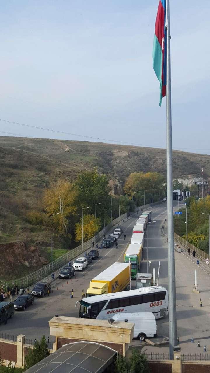 Gürcüstanla sərhəddə yaranmış tıxacın səbəbi açıqlandı (FOTO)