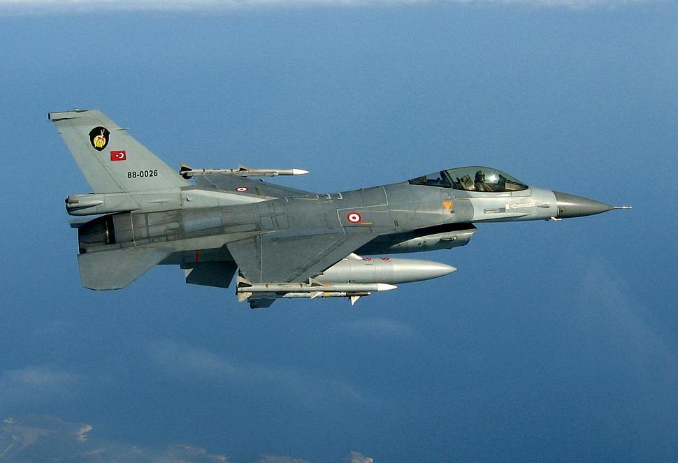 ВВС Турции нанесли удары по позициям террористов на севере Ирака