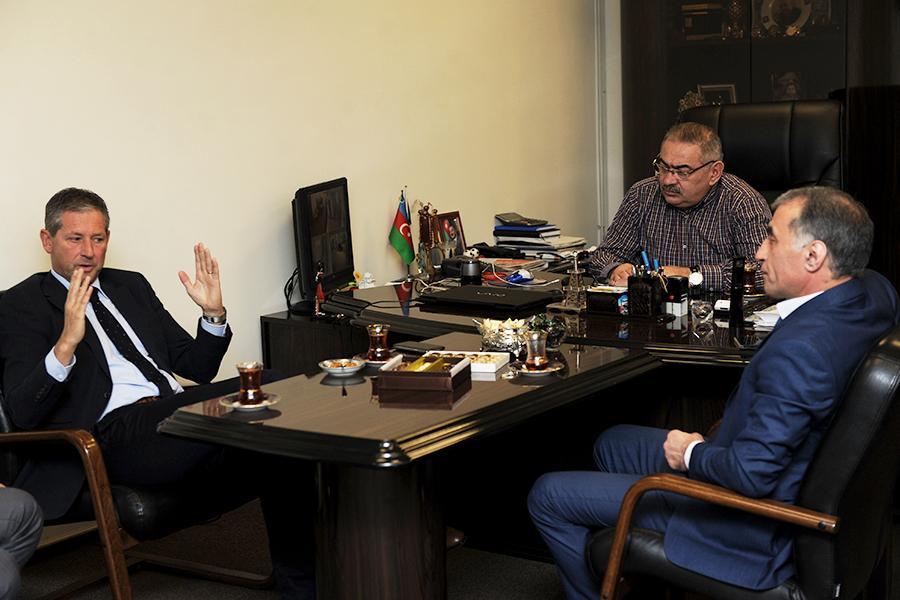 Tanınmış belçikalı referi Bakıdadır (FOTO)