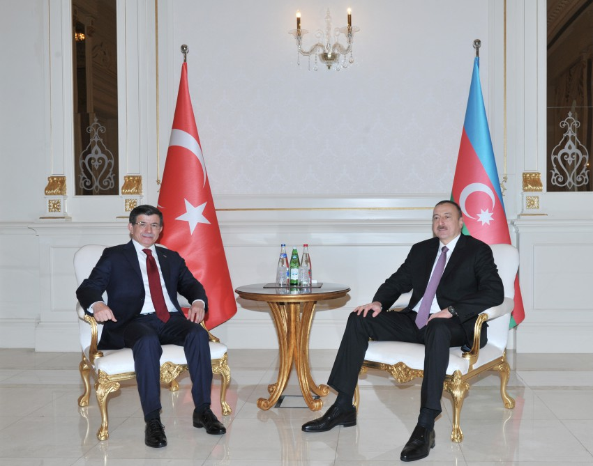 Azerbaijani president, Turkish PM hold one-on-one meeting