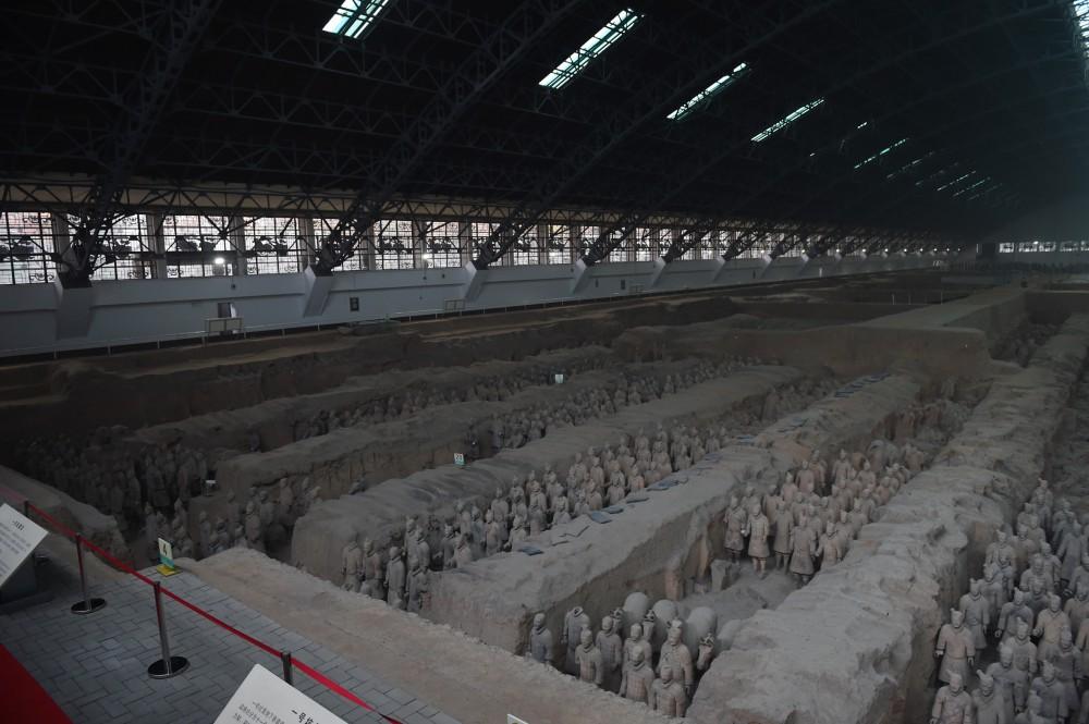President Ilham Aliyev views Terracotta Army Museum in China