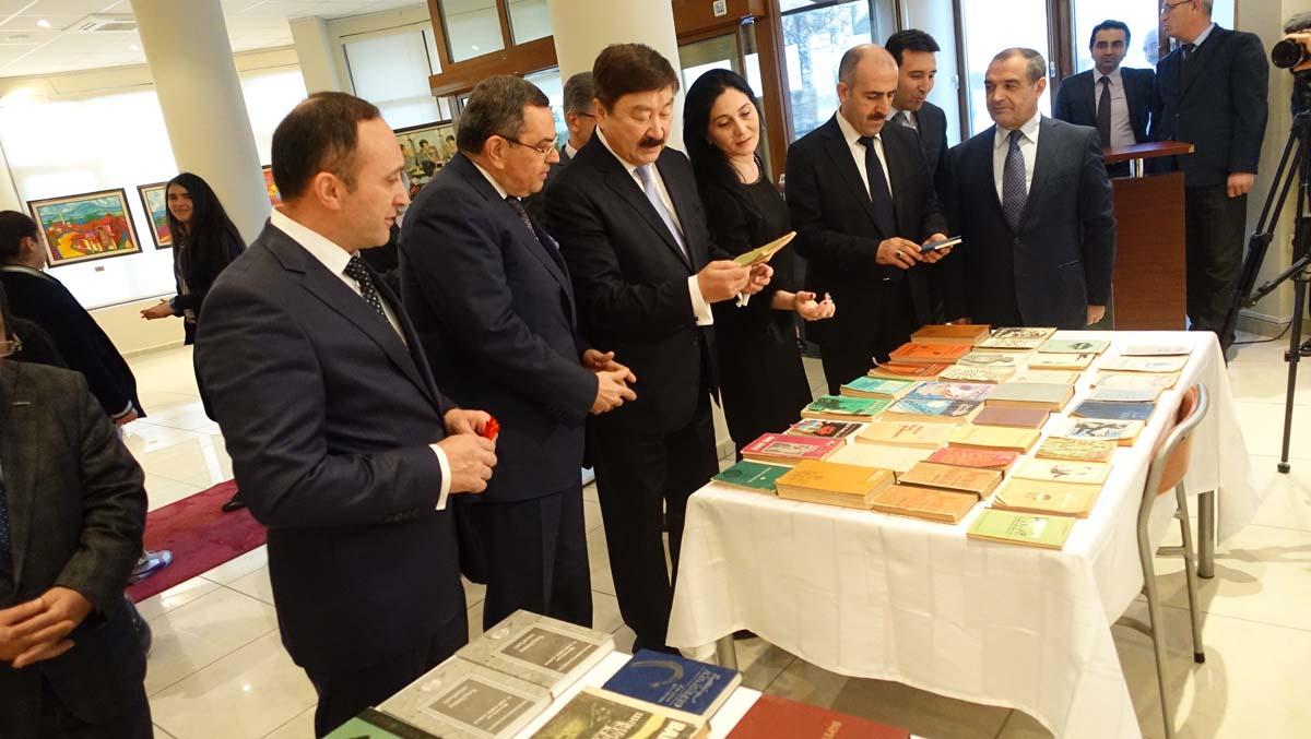 Azerbaycan şairi Bahtiyar Vahapzade'nin 90. doğum yılı Ankara'da anıldı