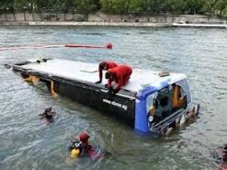 Hindistanda məktəb avtobusu çaya düşdü - 49 yaralı