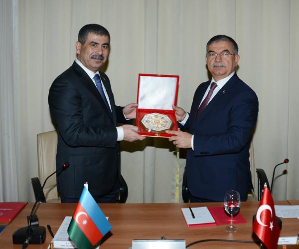 Bakan İsmet Yılmaz Azerbaycanlı mevkidaşı ile bir araya geldi