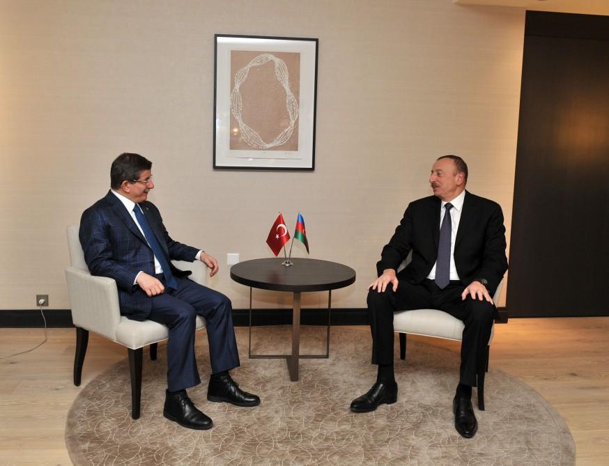 Azerbaycan Cumhurbaşkanı Başbakan Davutoğlu ile biraraya geldi