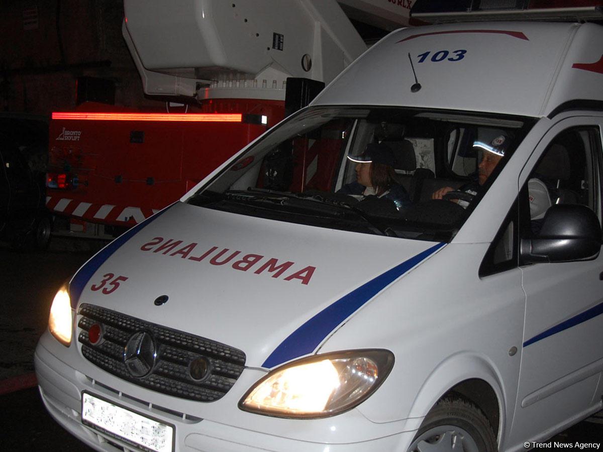 Avtobus evakuatorla toqquşdu - xəsarət alanlardan biri