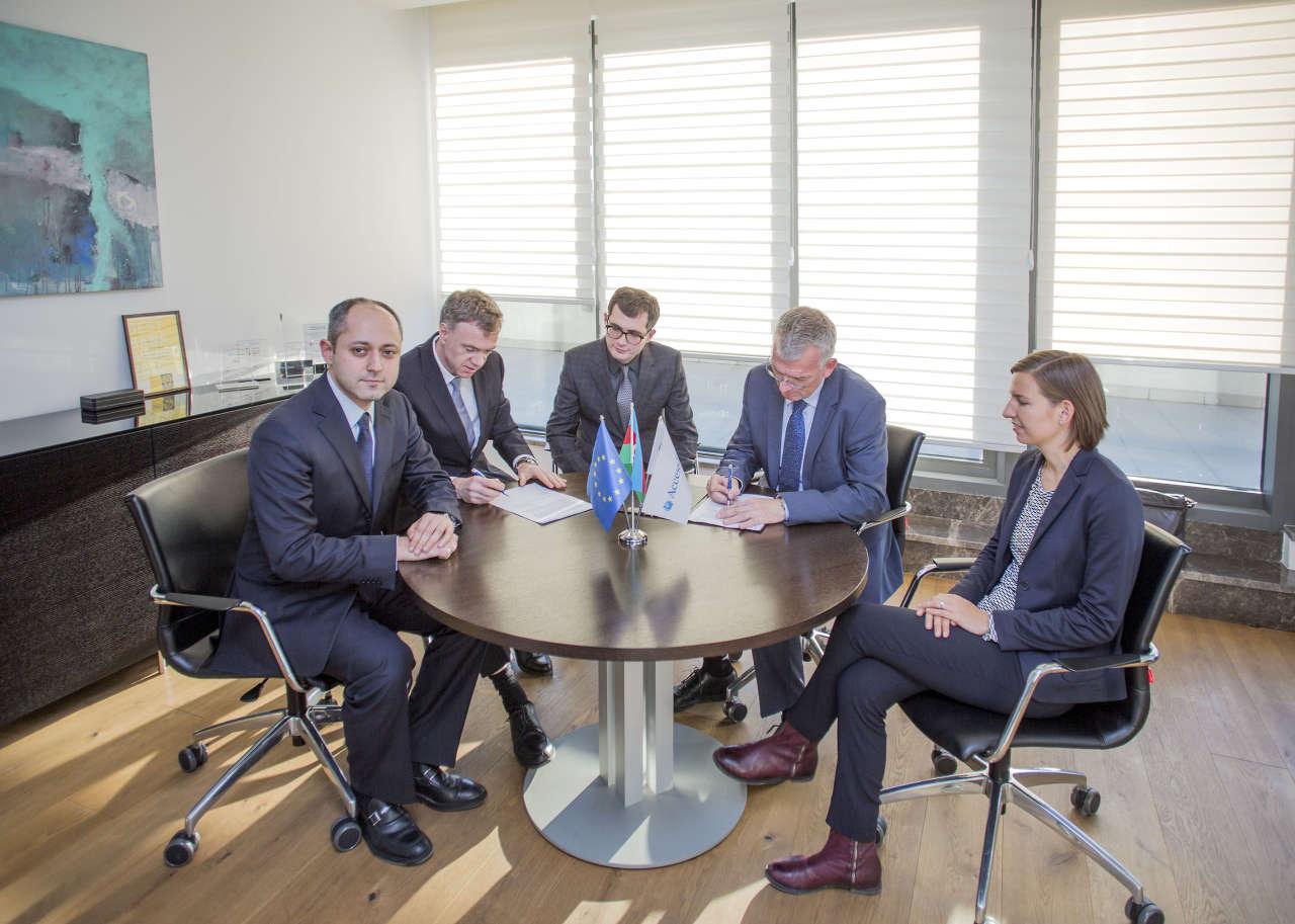 Азиатский банк развития поможет институциональному развитию азербайджанского AccessBank