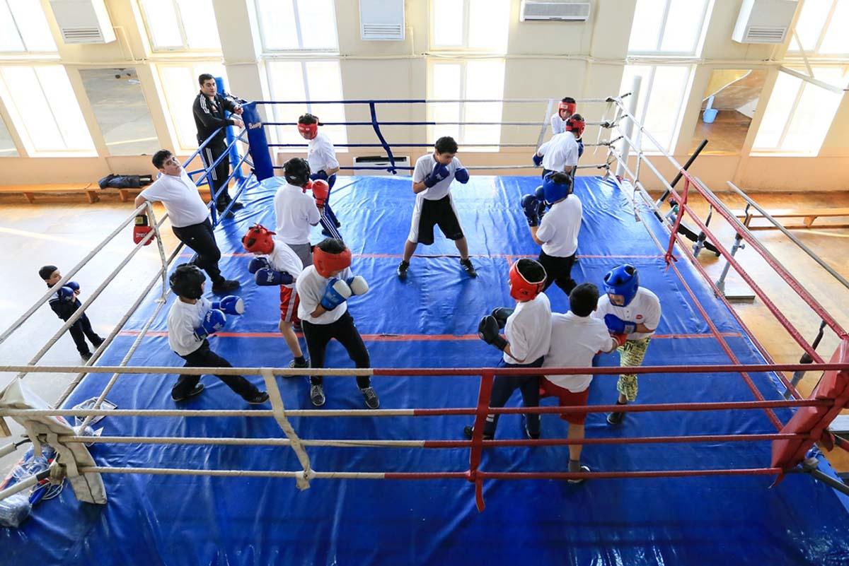 Nar организовал тренировки по боксу для сирот и детей из малообеспеченных семей