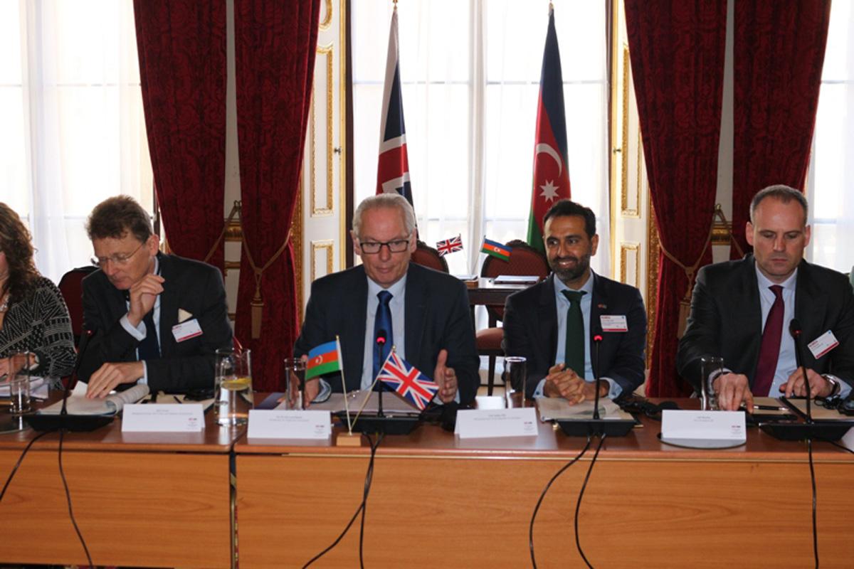 Великобритания инвестировала в Азербайджан более $23 млрд - министр