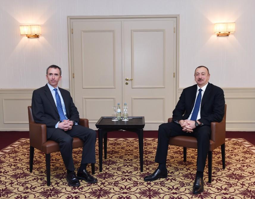 Azerbaycan Cumhurbaşkanı ABD Savunma Bakanı Keşiften sorumlu Yardımcısı ile bir araya geldi