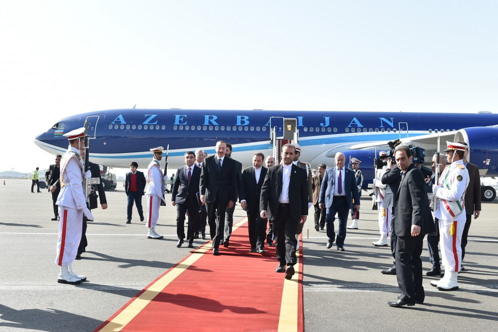 Начался официальный визит Президента Азербайджана в Иран (ФОТО)