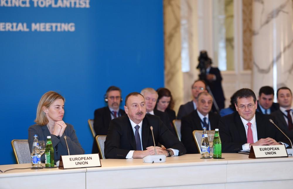 Президент Ильхам Алиев: Энергетическое сотрудничество должно быть освобождено от политического формата