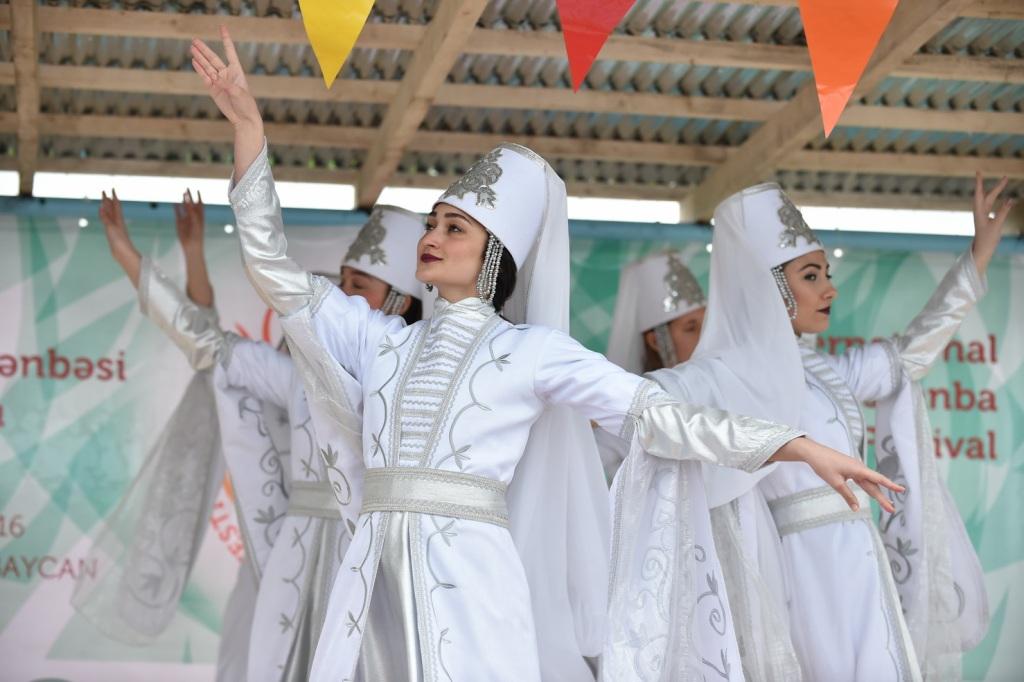 """Азербайджан объединил народы мира - фестиваль фольклора """"Tərəkəmə Çərşənbəsi"""" (ФОТО)"""