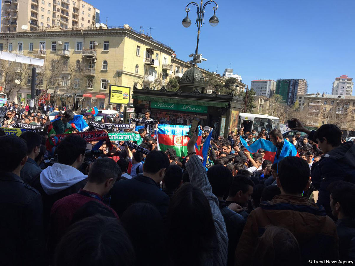 Başkent Bakü Azerbaycan orusunun zaferini böyle kutladı (Fotoğraf)