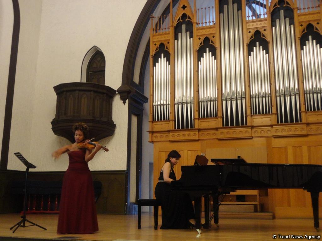 Великолепный тандем азербайджанской пианистки и американской скрипачки (ФОТО)