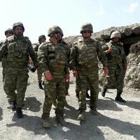 Azerbaycan Savunma Bakanı işgalden kurtarılmış topraklarda (Fotoğraf)