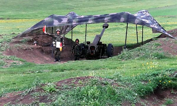 Azerbaycan Savunma Bakanı temas hattındakı birliklerde denetim yaptı (Fotoğraf)
