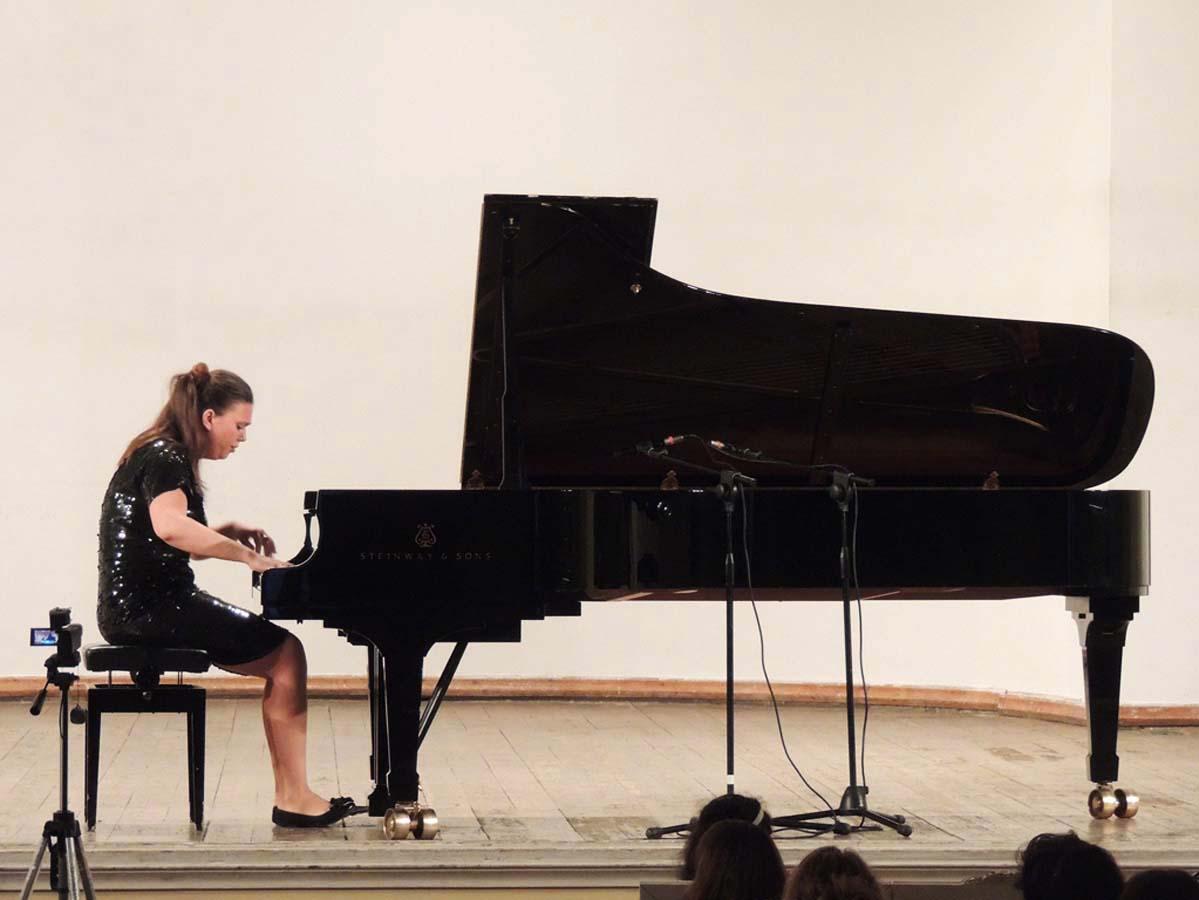 В Баку выступила известная российская пианистка (ФОТО)