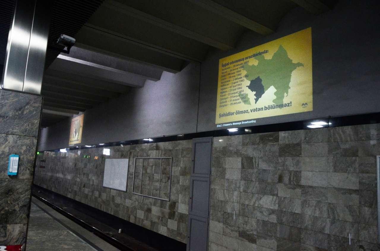 Metro stansiyalarında vətənpərvərliyi əks etdirən  afişalar quraşdırılıb (FOTO)
