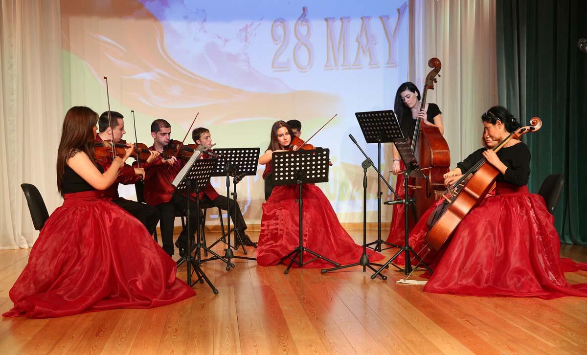 Binəqədi rayonunda Respublika Gününə həsr edilmiş bayram tədbiri keçirilib (FOTO)