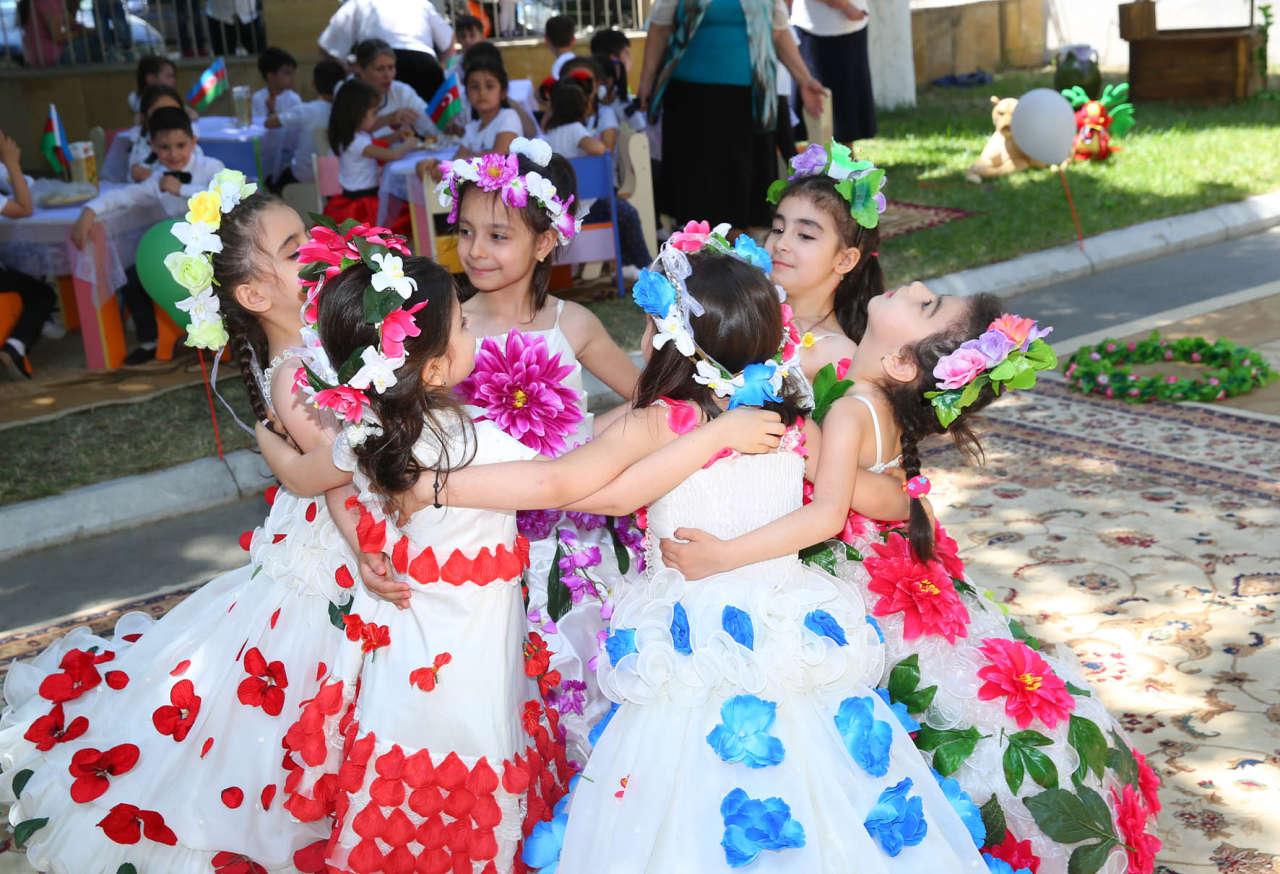 1 iyun - Uşaqların Beynəlxalq Müdafiəsi günü ilə bağlı tədbir keçirilib (FOTO)