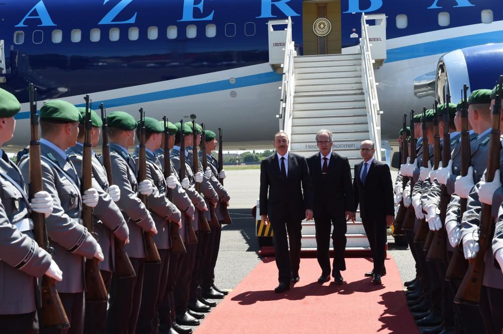 Azerbaycan Cumhurbaşkanı Almanya'da (Fotoğraf)