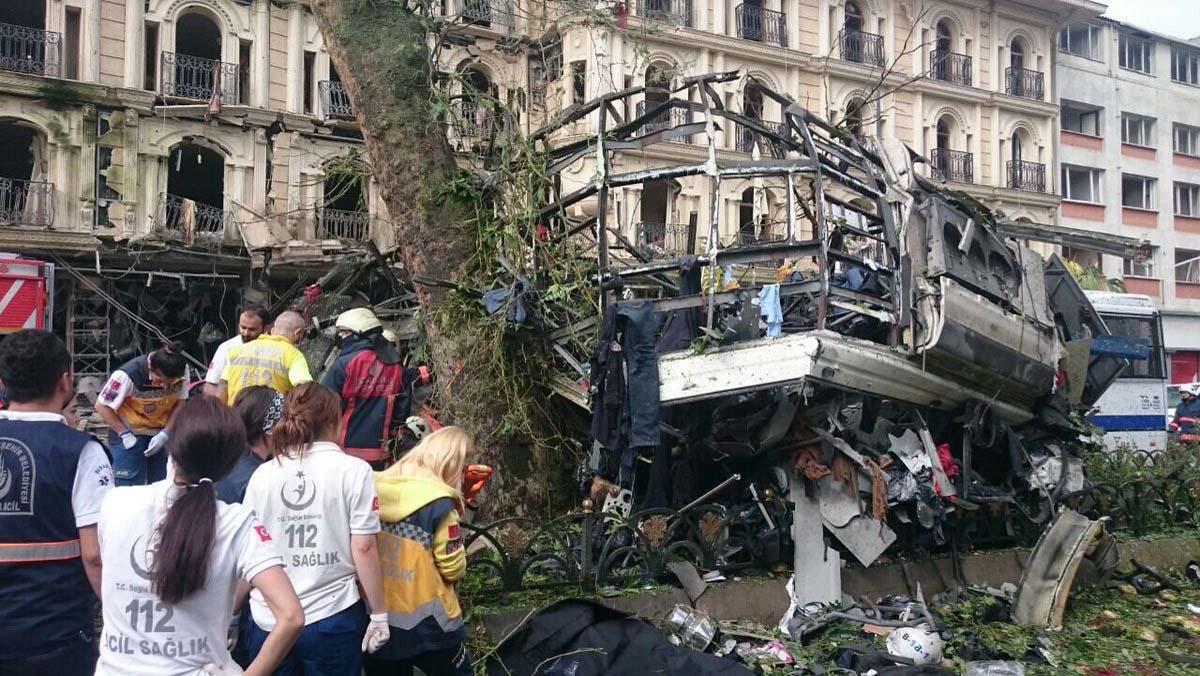 İstanbul'da çevik kuvvete bombalı saldırı, 11 ölü - 36 yaralı