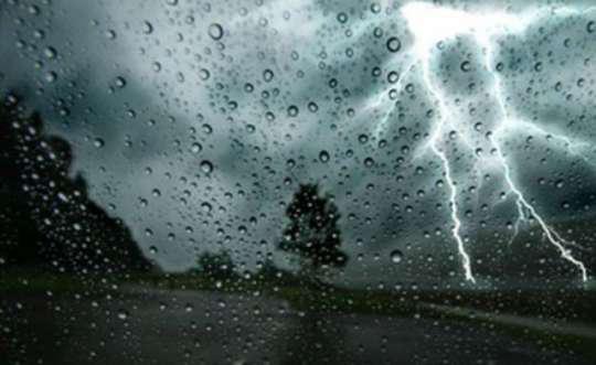 Sabah bəzi ərazilərdə şimşək çaxacaq, yağış yağacaq