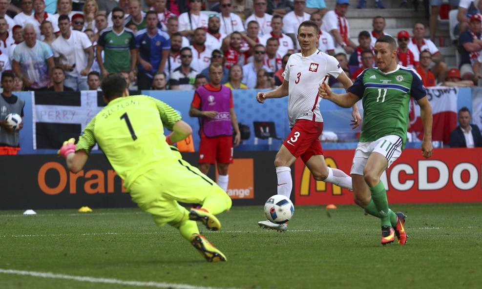 Polonya Kuzey İrlanda'yı tek golle geçti
