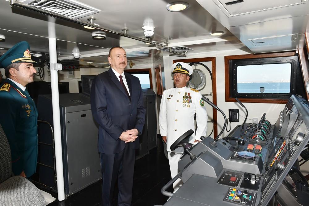 Cumhurbaşkanı Aliyev Devlet Sınır Sevisi'nin yeni sınır denetim gemisini inceledi (Fotoğraf)