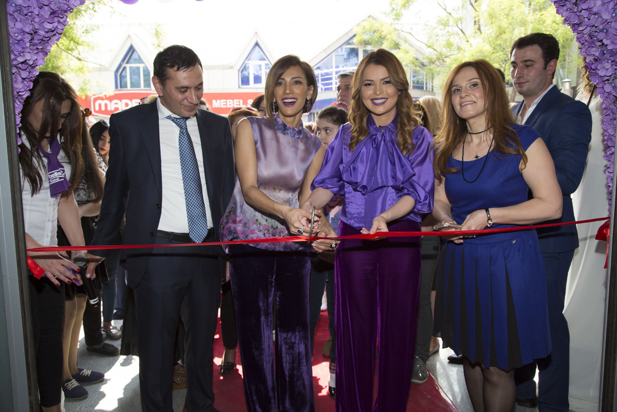 Bellissa daha üç məkanda mebel salonları açır (FOTO)